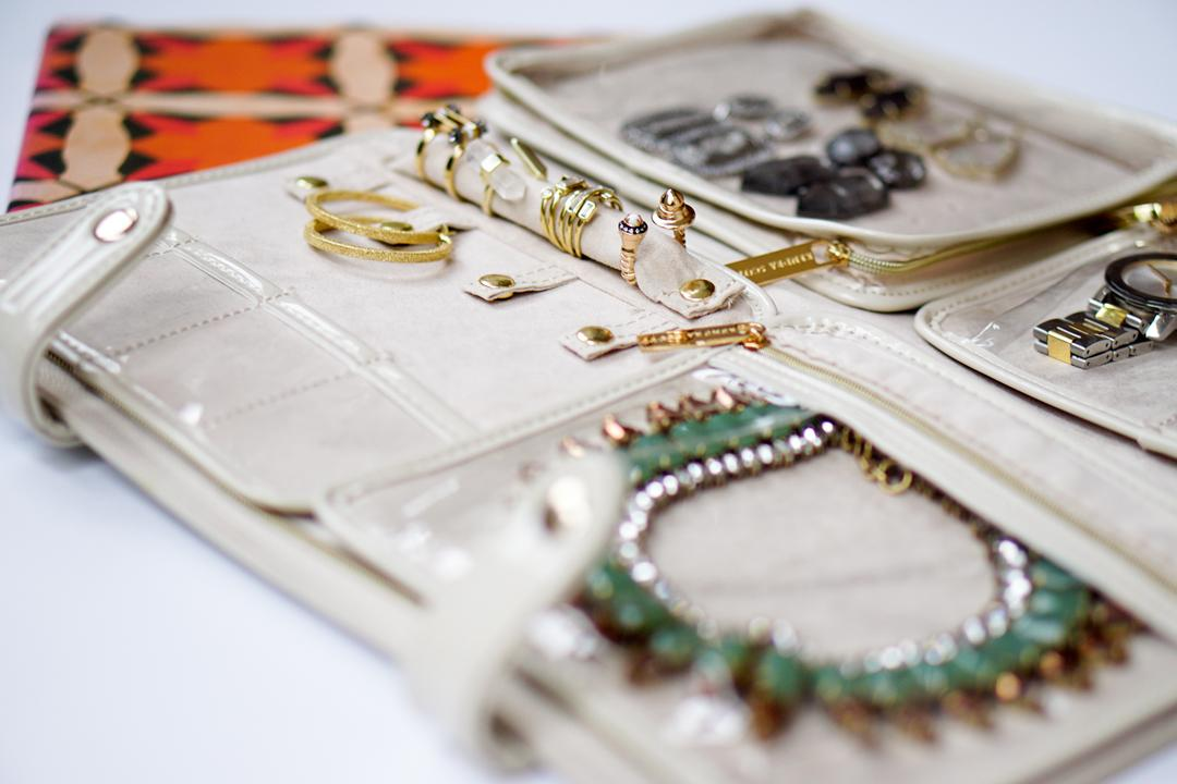 travel-with-jewelry-2c