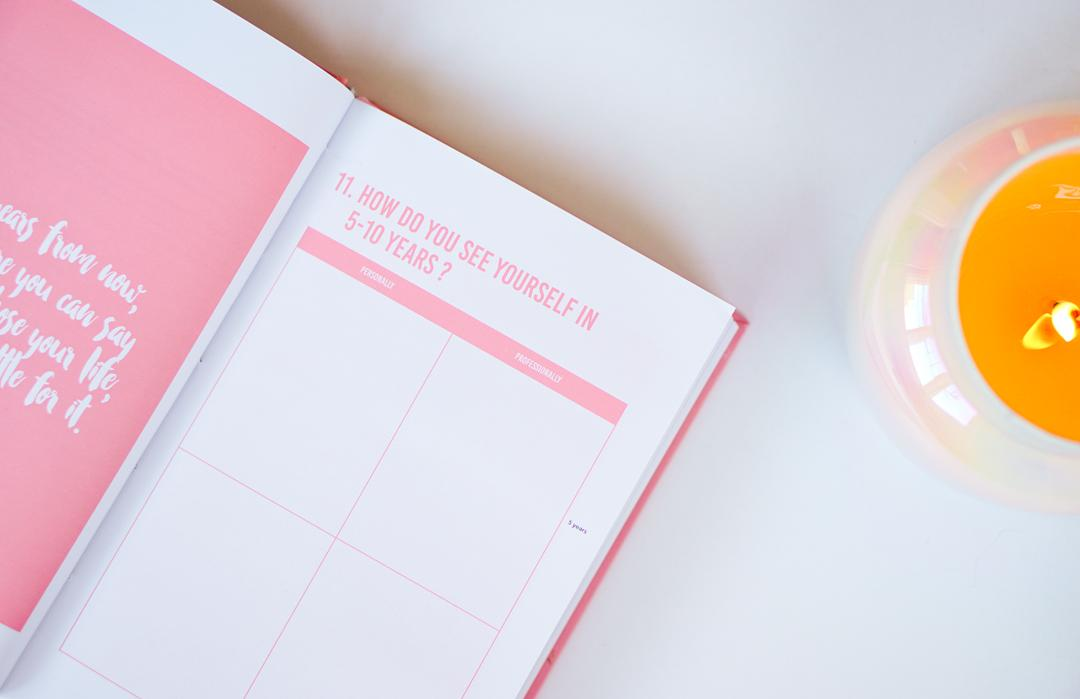 holiday-gift-guide-venus-happiness-planner-2c
